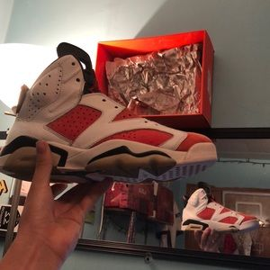 I'm selling my Retro 6's aren't my size anymore